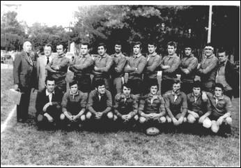 L'équipe 1 de l'ASPTT Paris 71/72 - 2° Division Fernand LANNES Secrétaire de l'ASPTT Paris Rugby En Bas 4e de Gauche à Droite