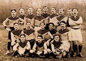 L'équipe de l'ASPTT Paris en 1913-1914 avec André Arnaud accroupi à droite dans la ligne des 3/4 qui a représenté la France en sprint aux J.O. d'Anvers
