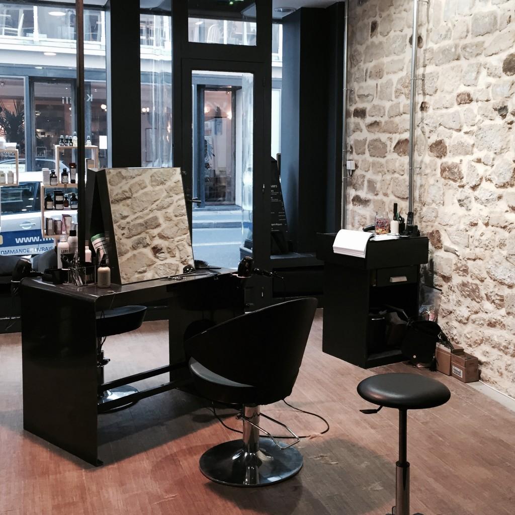 kapili le grand petit salon de coiffure du 10e tous les x. Black Bedroom Furniture Sets. Home Design Ideas