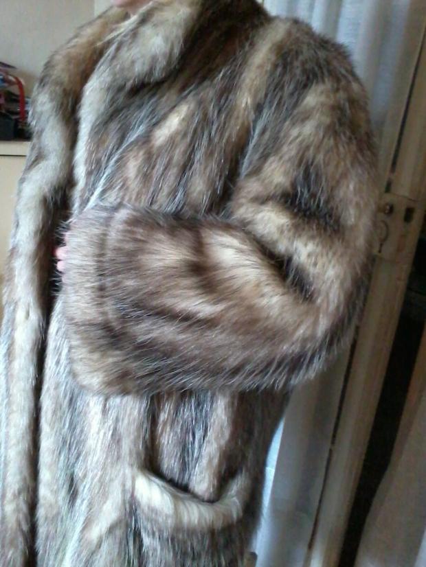 manteau-en-fourrure-sprung-freres-0.jpg