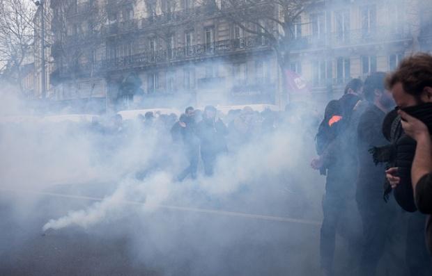 648x415_heurts-place-republique-marge-manifestation-contre-loi-travail-14-avril-2016