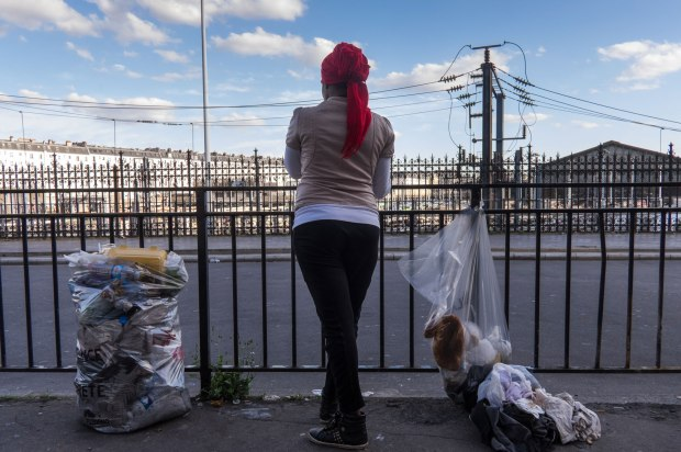Elle-est-l-une-des-seules-migrantes-a-avoir-accepte-de-poser-de-dos.jpg